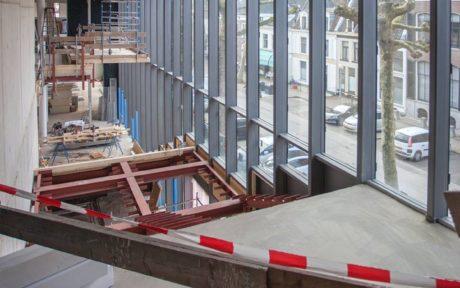 Bouwen met staal over de bibliotheek Deventer