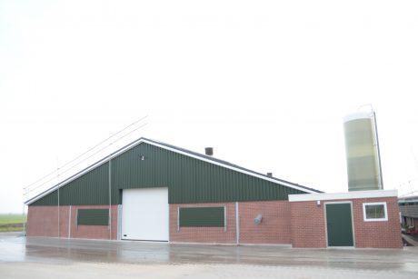 Vleeskuikenstal in Suwâld volop in gebruik